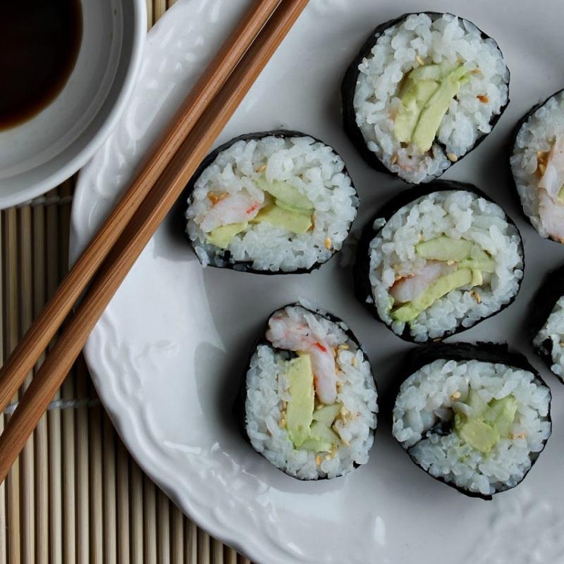 Receta b sica para hacer rollitos de sushi norimaki www for Como hacer arroz para sushi